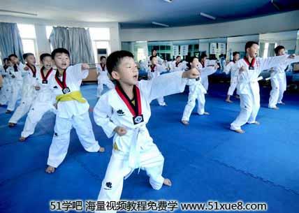 三四岁的小朋友就可以学习跆拳道